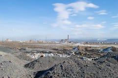 Εγκαταλειμμένος σωρός εργοστασίων και απορριμάτων Στοκ Φωτογραφία