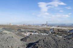 Εγκαταλειμμένος σωρός εργοστασίων και απορριμάτων Στοκ Εικόνα