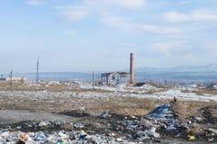 Εγκαταλειμμένος σωρός εργοστασίων και απορριμάτων Στοκ εικόνα με δικαίωμα ελεύθερης χρήσης