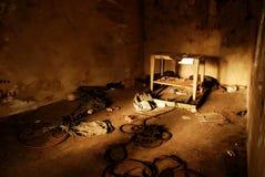 Εγκαταλειμμένο άστεγο δωμάτιο, κυνηγημένη θέση στοκ φωτογραφίες
