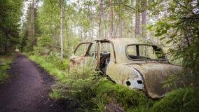 εγκαταλειμμένο αυτοκίνητο παλαιό Στοκ Φωτογραφίες
