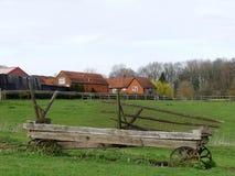 Εγκαταλειμμένο βαγόνι εμπορευμάτων στο τοπίο καλλιεργήσιμου εδάφους, στοκ φωτογραφία με δικαίωμα ελεύθερης χρήσης