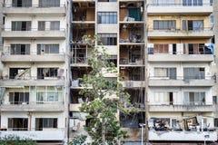 Εγκαταλειμμένο επίπεδο appartement με τα απορρίμματα στα μπαλκόνια, Βηρυττός Λίβανος Στοκ Εικόνα