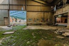 εγκαταλειμμένο εργοστάσιο με το βρύο στοκ φωτογραφίες με δικαίωμα ελεύθερης χρήσης