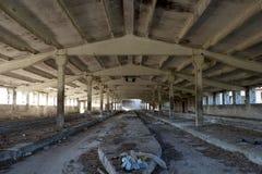 Εγκαταλειμμένο εσωτερικό βιομηχανικού κτηρίου Στοκ εικόνα με δικαίωμα ελεύθερης χρήσης