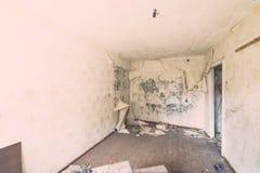Εγκαταλειμμένο εσωτερικό στις καταστροφές της στρατιωτικής τακτοποίησης - η εκλεκτής ποιότητας EFF Στοκ εικόνες με δικαίωμα ελεύθερης χρήσης