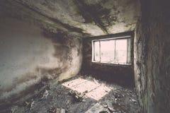Εγκαταλειμμένο εσωτερικό στις καταστροφές της στρατιωτικής τακτοποίησης - η εκλεκτής ποιότητας EFF Στοκ Φωτογραφία