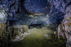 Εγκαταλειμμένο και καταρρεσμένο ορυχείο ψαμμίτη ή ασβεστόλιθων στοκ φωτογραφίες