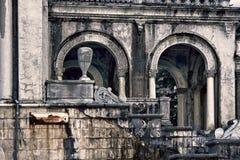 Εγκαταλειμμένο κομμάτι της αρχαιότητας Σκεπαστή είσοδος πρόσοψης, αίθριο, στοά Στοκ Εικόνες