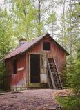Εγκαταλειμμένο κόκκινο εξοχικό σπίτι Στοκ Εικόνα