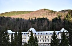 Εγκαταλειμμένο μέγαρο στο δάσος Στοκ εικόνα με δικαίωμα ελεύθερης χρήσης