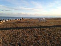 Εγκαταλειμμένο πάρκο από τον ωκεανό Στοκ φωτογραφία με δικαίωμα ελεύθερης χρήσης