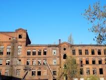 Εγκαταλειμμένο παλαιό κτήριο εργοστασίων στοκ εικόνες