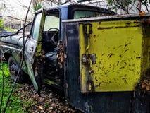 Εγκαταλειμμένο παλαιό φορτηγό εργασίας Στοκ Εικόνες