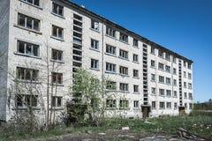 Εγκαταλειμμένο σοβιετικό σπίτι διαμερισμάτων στοκ εικόνα