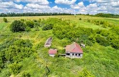 Εγκαταλειμμένο σπίτι στο χωριό Bolshoe Gorodkovo Περιοχή Kursk της Ρωσίας Στοκ φωτογραφία με δικαίωμα ελεύθερης χρήσης