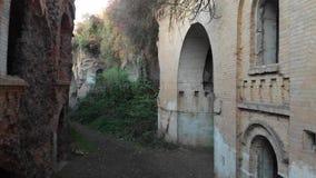 Εγκαταλειμμένο στρατιωτικό οχυρό, τουβλότοιχοι απόθεμα βίντεο