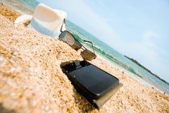 Εγκαταλειμμένο τηλέφωνο καπέλων διακοπών θάλασσα στοκ φωτογραφία με δικαίωμα ελεύθερης χρήσης