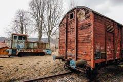 Εγκαταλειμμένο τραίνο στον παλαιό σταθμό τρένου Στοκ Εικόνες