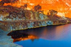 Εγκαταλειμμένο open-pit ορυχείο των καταθέσεων μεταλλεύματος σουλφιδίου στο Σάο Domingos, στοκ εικόνα με δικαίωμα ελεύθερης χρήσης