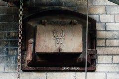 Εγκαταλελειμμένη πόρτα χάλυβα - μαύρο Leaf Chemical Company - Λουισβίλ, Κεντάκυ στοκ εικόνα