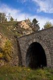εγκαταλελειμμένη σήραγγα σιδηροδρόμων Στοκ εικόνες με δικαίωμα ελεύθερης χρήσης