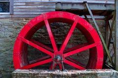 Εγκαταλελειμμένος κόκκινος υδραυλικός τροχός στοκ φωτογραφία με δικαίωμα ελεύθερης χρήσης