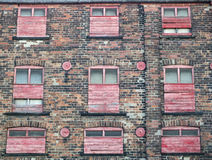 εγκαταλελειμμένο παλαιό εγκαταλειμμένο εμπορικό κτήριο ή εργοστάσιο με το weath Στοκ Φωτογραφία