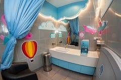 Εγκαταστάσεις αερολιμένων της Κουάλα Λουμπούρ KLIA 2 Δωμάτιο προσοχής μωρών στοκ εικόνα