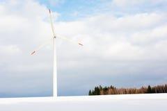 Εγκαταστάσεις αιολικής ενέργειας στην πεδιάδα χιονιού Στοκ Φωτογραφίες