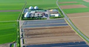 Εγκαταστάσεις βιοαερίων, σύγχρονες εγκαταστάσεις σε έναν πράσινο τομέα, φιλικές προς το περιβάλλον εγκαταστάσεις βιοαερίων, μικρέ φιλμ μικρού μήκους