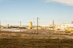 Εγκαταστάσεις βιομηχανίας εγκαταστάσεων καθαρισμού άμμων πετρελαίου Στοκ φωτογραφία με δικαίωμα ελεύθερης χρήσης