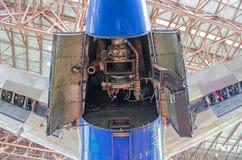 Εγκαταστάσεις βοηθητικής παραγωγής ενέργειας στην ουρά των αεροσκαφών με τις ανοικτές καλύψεις κουκουλών Στοκ Εικόνες