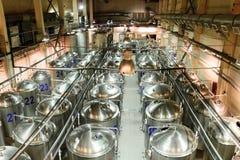 Εγκαταστάσεις για την παραγωγή της μπύρας, βιομηχανία τροφίμων Στοκ εικόνες με δικαίωμα ελεύθερης χρήσης