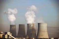 Εγκαταστάσεις ηλεκτρικής δύναμης ξυλάνθρακα στη Πτολεμαΐδα, Ελλάδα Στοκ εικόνα με δικαίωμα ελεύθερης χρήσης