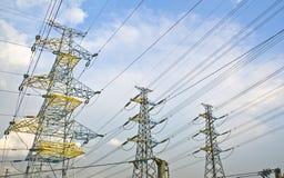 Εγκαταστάσεις ηλεκτρικής δύναμης υψηλής τάσης Στοκ εικόνα με δικαίωμα ελεύθερης χρήσης