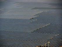 Εγκαταστάσεις ηλιακής ενέργειας ερήμων Στοκ φωτογραφίες με δικαίωμα ελεύθερης χρήσης