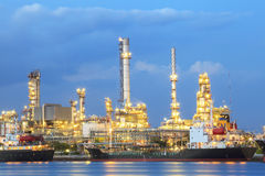 Εγκαταστάσεις διυλιστηρίων πετρελαίου στο βαρύ κτήμα βιομηχανίας Στοκ Εικόνες