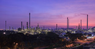 εγκαταστάσεις καθαρισμού εργοστασίων πετροχημικών πετρελαίου βιομηχανίας Στοκ φωτογραφία με δικαίωμα ελεύθερης χρήσης