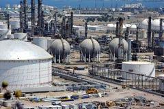 Εγκαταστάσεις καθαρισμού πετρελαίου και φυσικού αερίου σύνθετες Στοκ φωτογραφία με δικαίωμα ελεύθερης χρήσης