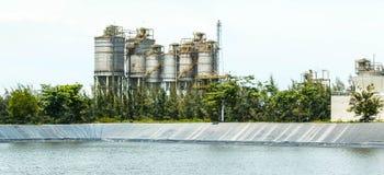 Εγκαταστάσεις καθαρισμού πετρελαίου Στοκ Φωτογραφίες
