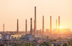 Εγκαταστάσεις μεταλλουργίας στο ηλιοβασίλεμα Μύλος χάλυβα Βαρύ εργοστάσιο βιομηχανίας Στοκ Εικόνες