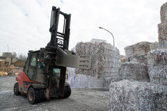 Εγκαταστάσεις μύλων εγγράφου - έγγραφο και χαρτόνι για την ανακύκλωση Στοκ Φωτογραφίες