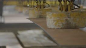 Εγκαταστάσεις ναυπηγικής, εσωτερική ανέγερση εργαστηρίων μ συγκόλλησης των δομών μετάλλων Οι εγκαταστάσεις στο Νοβορωσίσκ απόθεμα βίντεο