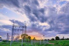 Εγκαταστάσεις παραγωγής ενέργειας και ουρανός Στοκ Εικόνα