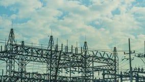 Εγκαταστάσεις παραγωγής ενέργειας μια νεφελώδη ημέρα Στοκ Εικόνα