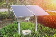 Εγκαταστάσεις παραγωγής ενέργειας που χρησιμοποιούν την ανανεώσιμη ηλιακή ενέργεια Πράσινη ενέργεια Στοκ Φωτογραφία