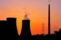 Εγκαταστάσεις παραγωγής ενέργειας πόλεων στην ανατολή στοκ φωτογραφία με δικαίωμα ελεύθερης χρήσης