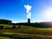 Εγκαταστάσεις παραγωγής ενέργειας σωρών καπνού στοκ εικόνες