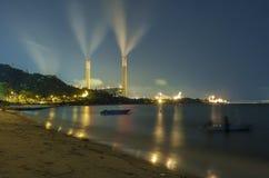 Εγκαταστάσεις παραγωγής ενέργειας τη νύχτα Στοκ φωτογραφία με δικαίωμα ελεύθερης χρήσης
